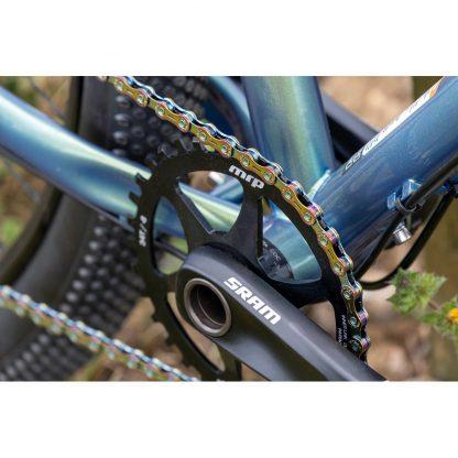 Gusset oil slick chain